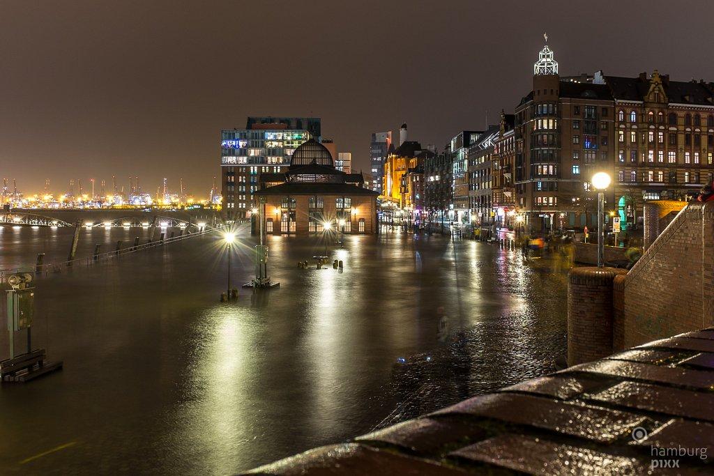 Fischmarkt und ein bisschen Hochwasser